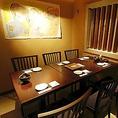 こちらは4名様~6名様の少人数向け、合コンやご家族でのお食事に最適なテーブル個室席でございます。壁と扉で仕切られた完全個室です!こちらも人気の個室席となっているため、ご利用をご希望の際はお早めのご予約をおすすめしております。