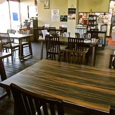静かで雰囲気のよい店内にはテーブル席
