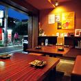 風通しの良い入口付近のテーブル席。換気も〇で安心してご飲食をお楽しみいただけます!