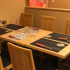 6名掛けテーブル席ございます。