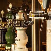樽生&クラフトビール12種類をご用意。陶器のタワーはまさに圧巻!定期的に入れ替わるおすすめビールもお楽しみに!