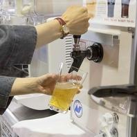 生ビールも自分でサーバーから注げる♪