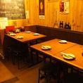 <1F>奥のテーブル席!当日ご来店のお客様大歓迎!木目調のどこか温かみのある店内でお食事を♪
