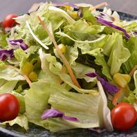 サラダは契約農家から毎日届く有機野菜を使用♪体に◎