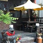 開放的な空間で美味しいお酒とスパイシー料理を楽しめます♪