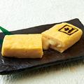 料理メニュー写真濃厚チーズ入り 厚焼玉子<モッツァレラ・チェダー>
