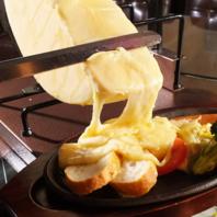 本場ののラクレットチーズを使用
