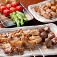 本格備長炭焼鳥が1本100円!名物のメガ盛りシリーズ、味噌煮込みも人気です!