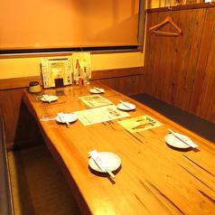 【1F】半個室風のテーブル席もございます。少人数でのプライベートシーンでご利用ください。