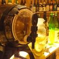 【蔵辺自慢の設備03/日本酒サングリア】手前のサーバーにはたくさんのフルーツが、他にもラフランス等様々な果物の日本サングリア!こちらも飲み比べ放題!