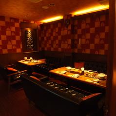 【2F】4名様~10名様向けの完全個室VIPルームです。宴会コースご利用の場合のみ使用できます!!こちらの奥のお部屋は5名様以下の場合別途お部屋代が掛かります。