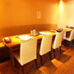清潔感ある明るい雰囲気の店内♪落着いてお食事をお楽しみ頂けます。