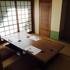 ゆったり座れる和室の席。