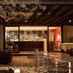 テラスに佇む、当店バースペースで、ヴェネツィアのスタンディングバーを再現した【バーカロ】がスタート。