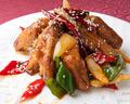 料理メニュー写真鶏肉と赤南蛮の四川炒め / 鶏手羽の四川炒め