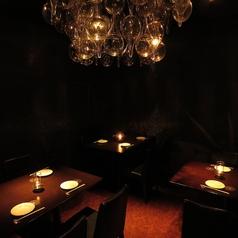 シヅクトウヤの代名詞「雫」をイメージしたシャンデリア付個室