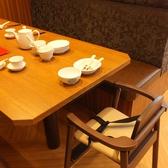 お子様も安心のキッズチェアをご用意しております。我々、鼎泰豐は今後もお客様のご満足を第一に、今後もクオリティーとサービス向上、安心、安全にこころがけさらなる美味しさを目指します。世界10大レストランに選ばれたレストラン★ 日本最大級の鼎泰豊銀座店へ是非一度お越しください。