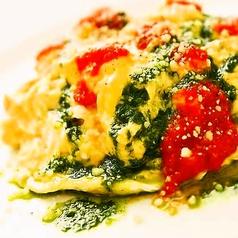 料理メニュー写真自然栽培玄米のオムレツライス キノコのトマトソース
