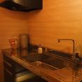 【蔵辺自慢の設備05/お客様用流し台】蔵辺ではお客様が自由に使える流し台・シンクをご用意しております!持ち込み自由、鍋も用意しておりますので思いのままの飲み会を御楽しみいただけます!