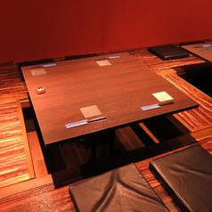 4名様の掘りごたつ席はこちら!上からすだれを下ろして半個室として利用できるので周りを気にせず落ち着いた雰囲気でお楽しみいただけます![騎射場/居酒屋/肉/あぶり/個室/座敷/掘りごたつ/馬肉/魚/鍋]