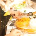 大好評のJ`adoreランチ!メインの パスタorお肉orお魚 + 焼き立てパン、新鮮サラダ、豊富なドリンクが取り放題。オシャレな雰囲気の店内やテラスでの女子会利用が特に人気となっておりますので、是非ご利用ください。ランチタイムは11:00~15:00☆【梅田 貸切 肉寿司 チーズフォンデュ 野菜巻き 】