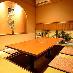 バリアフリーの洋間個室、ゆっくりとした雰囲気でお過ごし頂けるお座敷、掘りごたつの個室を大小人数に合わせてご用意させて頂きます。※画像は系列店