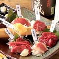 料理メニュー写真【レバー刺しが人気♪】馬刺単品