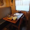 4人席×2卓をご用意させて頂いている半個室です。テーブルを繋げて8名様でのご利用も可能です。