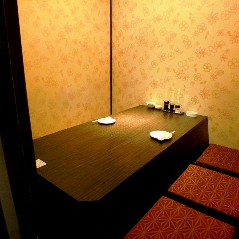 新宿店は、2~4名様はこのタイプの個室へご案内。新宿駅周辺の完全個室居酒屋をお探しでしたら是非、西新宿完全個室居酒屋 柚柚~yuyu~ 西新宿店をご利用ください★★個室 新宿駅近 鍋 宴会 接待 社内宴会 飲み放題 女子会♪