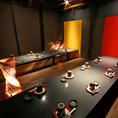 こちらは最大32名様お入り頂ける個室です。一つのテーブルに対面4名様×4名様、計8名様お座り頂き、4テーブルございます。