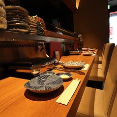 お一人焼肉も大歓迎です!目の前でお料理が出来上がる瞬間を眺められる特等席♪料理人との会話も楽しめ、本日のおすすめメニューやお酒もご案内しております。お仕事帰りのお一人様もお気軽にお立ち寄り下さい♪