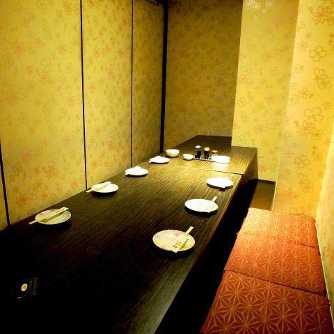 新宿店は、5~6名様はこのような個室へご案内致します★新宿駅周辺の完全個室居酒屋をお探しでしたら是非、西新宿完全個室居酒屋 柚柚~yuyu~ 西新宿店をご利用ください★個室 新宿駅近 宴会 二次会 女子会 接待♪