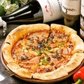 料理メニュー写真生ハムとモッツァレラチーズの自家製ピッツア