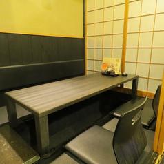 完全個室の4名掘りごたつ席×7卓ございます。少人数のお客様から大人数のご宴会まで、様々な人数に対応できるお席です♪完全個室の掘りごたつ席となっておりますのでゆっくりお寛ぎいただけます。