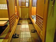 掘りごたつ式の個室は、6名×2室、8名×1室ある。