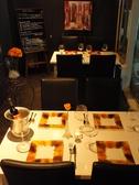 【2名~4名席】 カジュアルなテーブル席で気軽にお食事を楽しめるお席です。