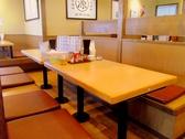 テーブル席は、最大で8名入れるボックス席になっているので、周りを気にせず食べられる。
