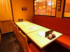 テーブル同士を合わせて大人数での宴会も可能に!歓送迎会や飲み会、二次会に◎