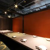 こちらは12名様~14名様お入り頂ける個室です。(混雑時は一つの個室ではありますが、テーブルが2つ、3つに分かれるお部屋になる可能性があります)