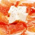 料理メニュー写真イタリア有名食材の最高の組み合わせ 生ハムとモッツァレッラチーズ