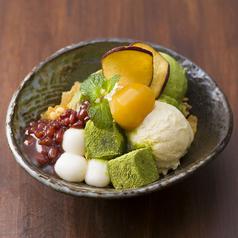 料理メニュー写真わらび餅と白玉と抹茶アイスのkawaraパフェ