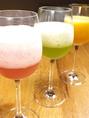 最近はフルーツビールカクテルが大人気★写真は、ある夜のフルーツ。スイカ、キュウイ、マンゴーのビールです♪