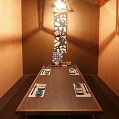 掘りごたつの完全個室です。お部屋を繋げると、最大8名様用の個室になります。