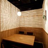 白を基調とした清潔感ある個室