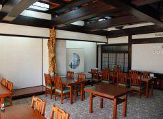 テーブル・椅子席もご用意しております。宴会も可能な広間もご用意しておりますので、大人数での宴会も可能です。