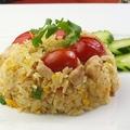 料理メニュー写真タイ風鶏チャーハン(カオパットガイ)