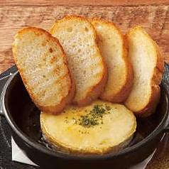 カマンベールチーズの蜂蜜オーブン焼き