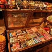 楽しい100種類以上の駄菓子コーナー!