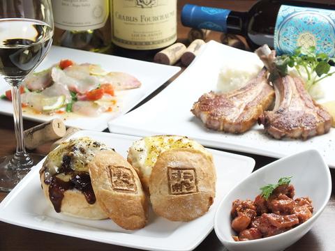 オリジナル料理「グラポン」をはじめ、多彩なビストロ料理が300円から楽しめます♪
