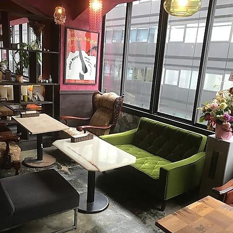 NewOpen!銀座カフェ&ビストロ★摩訶不思議なゆったり空間★スィーツからお食事まで◎